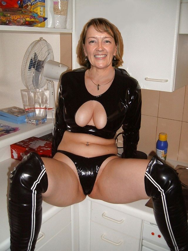 Busty Grandma Dessous 49