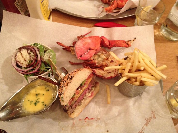 [I ate] half burger and half lobster in London http://ift.tt/2gCfYkp #TimBeta