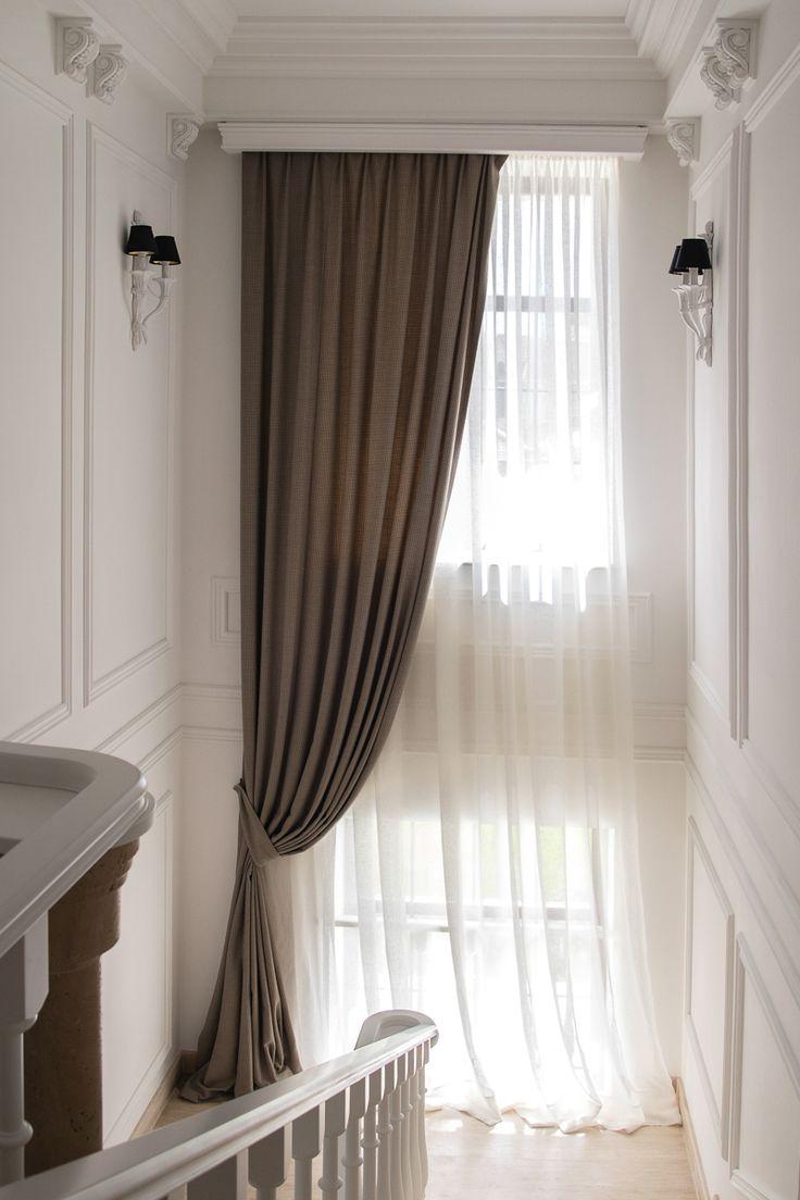 Элегантные шторы на лестнице