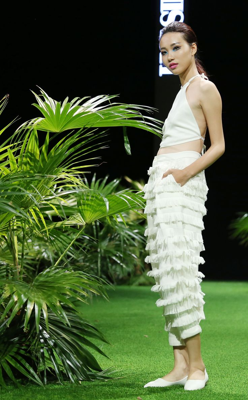 Vietnam Fashion Week SS17 - Ready to wear.  Designer: Hai Sieu Photo: Cao Duy