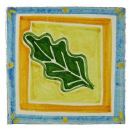 """Fabrication artisanale de carrelage peint à la main pour plan de travail et crédence de cuisine, sols et murs de salle de bain. Format 10,5 x 10,5 épaisseur 1,2 cm. Retrouvez la gamme Natura dans nos packs déco : Citronnier, Cabanon, Poinsettia. Faiences unies """"Les marrons"""", """"Les oranges"""", """"Les beiges"""". Simple à poser, facile d'entretien, très résistant."""