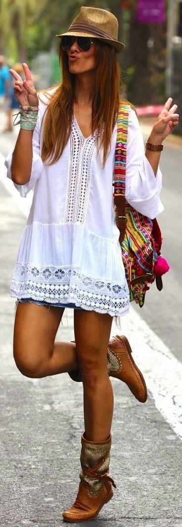 Para la primavera. El vestido blanco, La bolsa, la pulsera café, las botas marrónes, el sombrero, y la gafas de sol. Cuestan $245 / €229.20