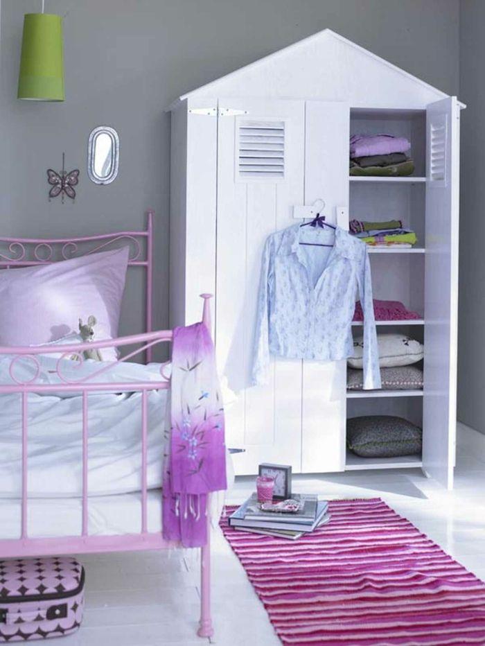 Kleiderschrank Kinderzimmer Teppichläufer Streifen Schönes Bett  Mädchenzimmer