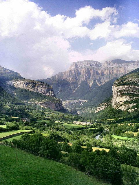 Valle and Mondarruego,Torla, Aragon, Spain