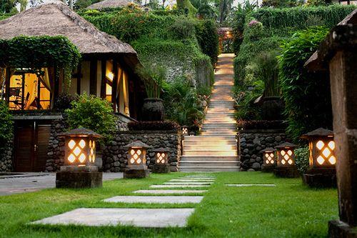 Lantern Garden: Dreams Home, Stones Paths, Lanterns Lights, Outdoor Parties, Outdoor Stairs, Green Lanterns, Memorial Mornings, Kyoto Japan, Bali Wedding