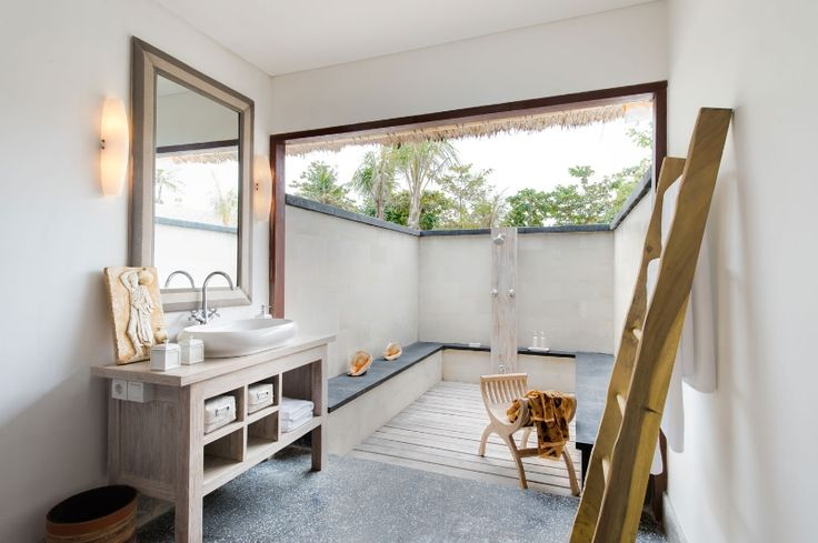 Villa Nusa - luxury 5 bedrooms beachfront villa in Bali