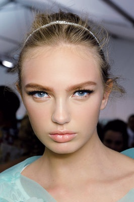 Doll Lashes. Spring Beauty Trends from @FLARE Magazine.