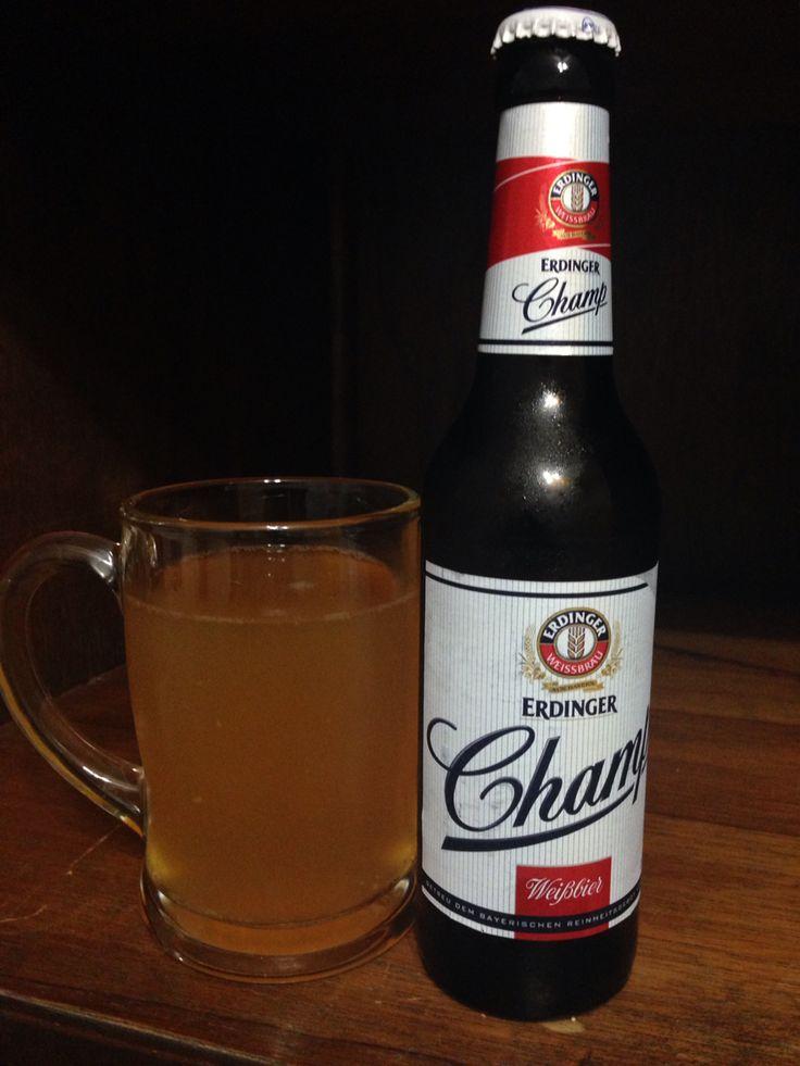 """Erdinger Champ - Alemanha: Weissbier saborosa e leve. Versão """"lite"""" de uma das cervejas mais tradicionais do planeta #erdinger #beersoftheworld #cervejasdomundo"""