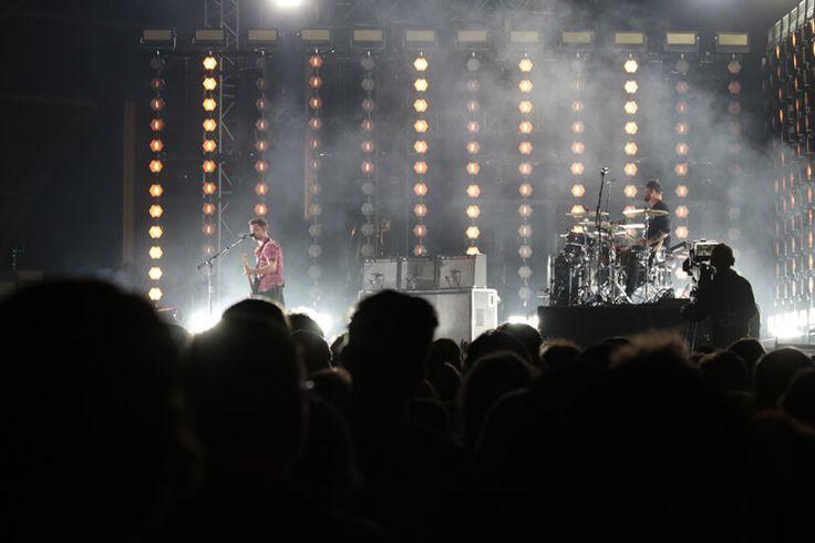 NOS ALIVE 2017: Lutador, selvagem e a jorrar sangue azul, assim se apresentou o rock  #Alive2017 #Alt-j #CagetheElephant #CaveStory #DepecheMode #festivaisdemúsica #festivaisdeverão #festivalAlive #FilhodaMãe #FooFighters #ImagineDragons #Kodaline #NOSALIVE2017 #NOSALIVE!'17 #PasseioMarítimodeAlgés #Peaches #RoyalBlood #Savages #Spoon #Switchdance #TheCult #TheKills #TheWeeknd #TheXX #WildBeasts