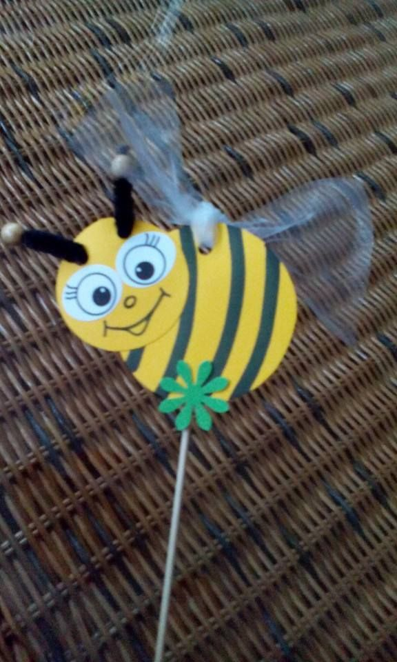 13 best images about bijtjes on pinterest recycled tin for Plastic bees for crafts