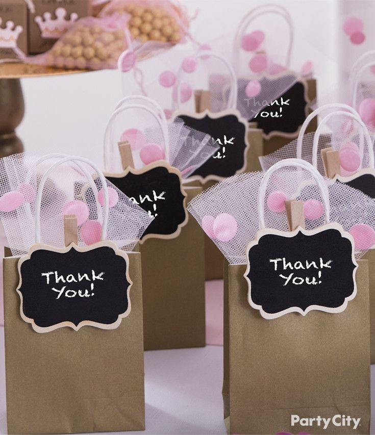 Bid a fond farewell to little princess baby shower guests with these tasteful totes! Stuffed with princess pink tulle and adorned with a chalkboard label clip, this splendid idea make for the perfect carry-all for pink and gold favor bar!