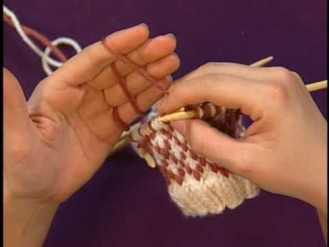 How to Manage two different colors of yarn « Knitting & Crochet