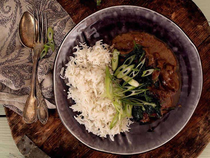 Med en gang du putter litt curry paste i maten, får den et anstrøk av