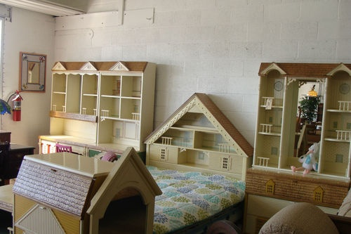 The Furniture Is Like One Room Of Dollhouses And Roombo Vintage 1980 S Singer Dollhouse 11 Piece Bedroom Little Rooms Bedro