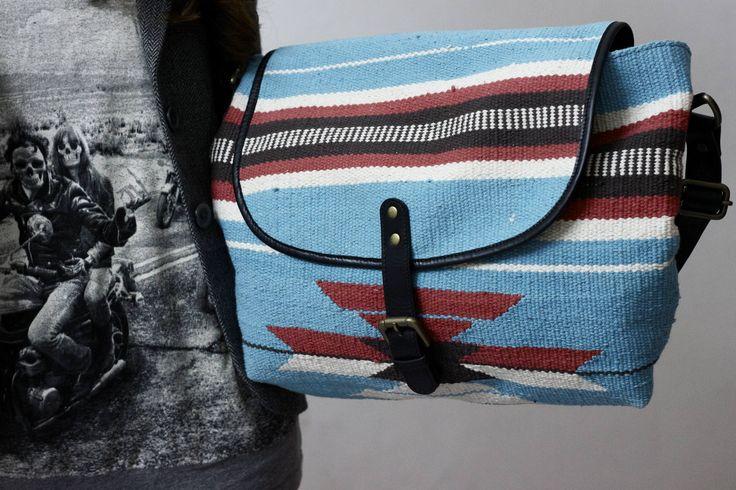 Blaue Dari Messenger Bag