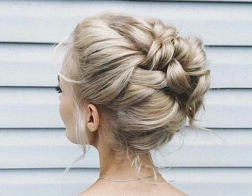 Jak upiąć długie włosy? Praktycznie doradzimy
