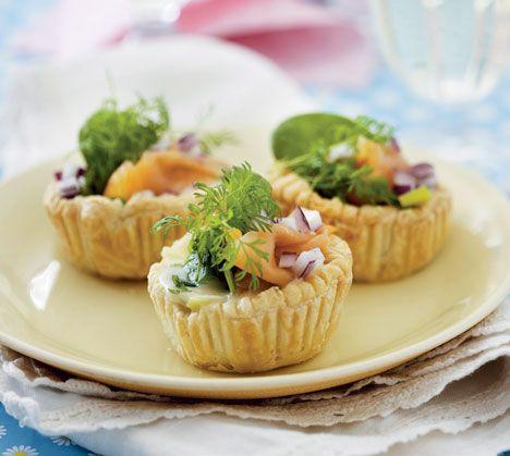 Opskrift på Tarteletter med spinat og røget laks fra - Hendes Verden