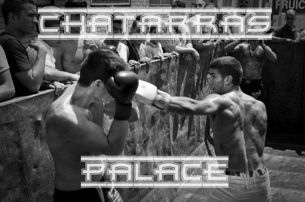 El rey chatarrero y sus guantes de boxeo - http://www.rtvang.com/el-rey-chatarrero-y-sus-guantes-de-boxeo/ Fotos por Aitor Saez