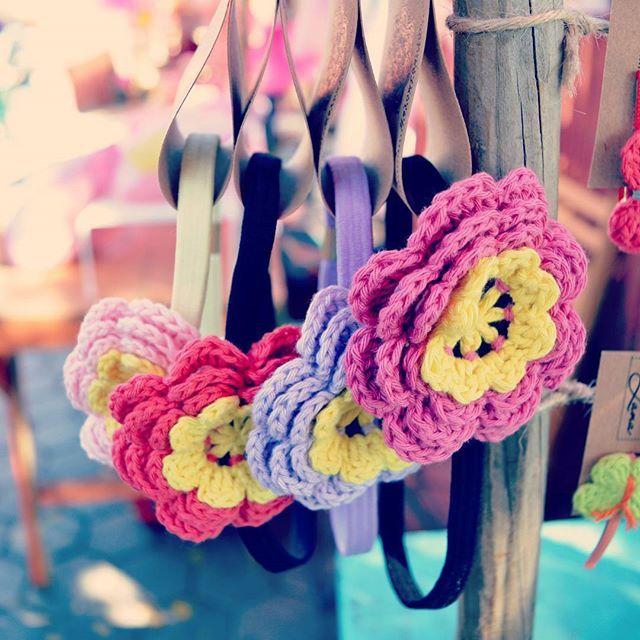 En Mundo Ami tenemos hermosos accesorios para tus niñas tejidos 100% a mano con algodón puro. Lindos colores. Consulta!