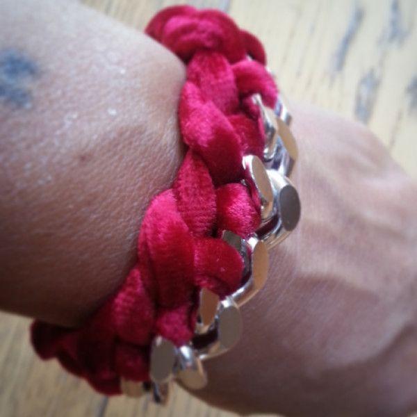 Bracciale catena con fettuccia velluto rosso di GiCaBijoux handmade jewelry su DaWanda.com