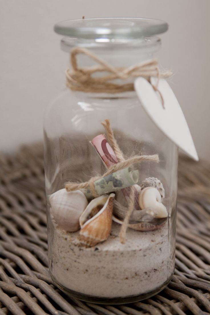 leuke manier om geld te geven (could be a memory jar from a vacation).
