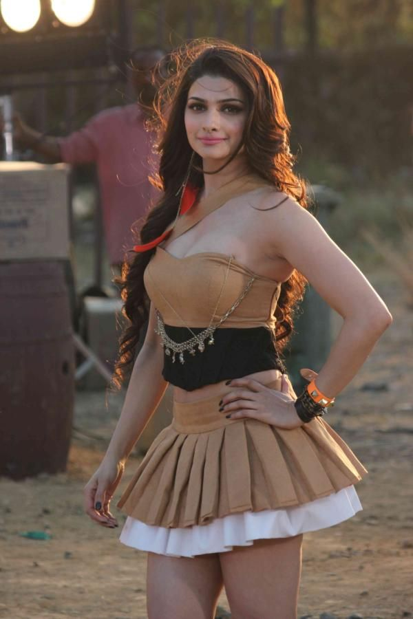 The hot and sexy Bollywood masala actress model prachi desai very cute erotic and seducing pics collection in which she is showing her unsee...