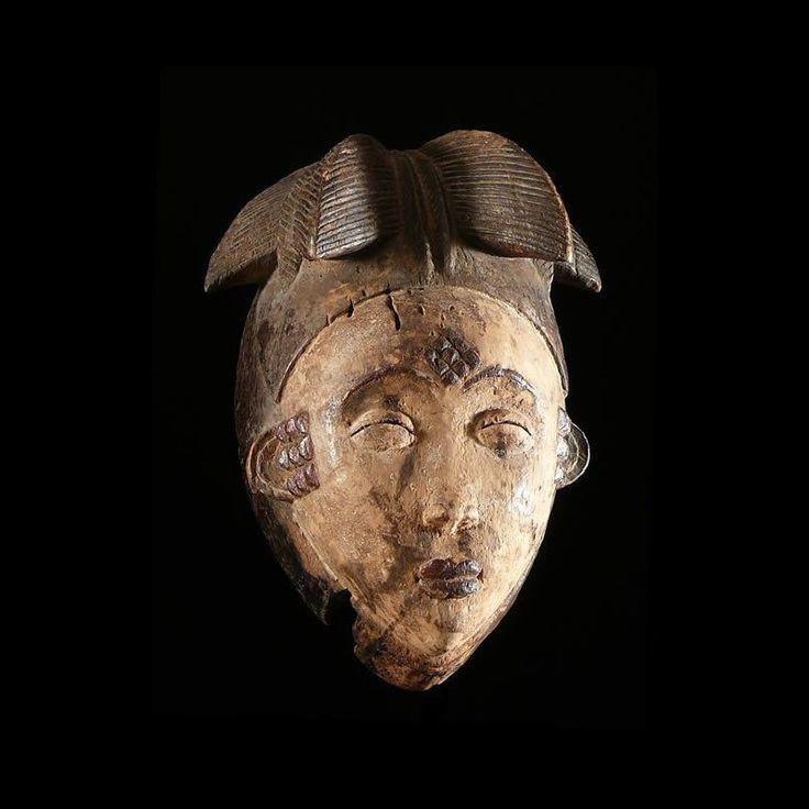 Les masques du Gabon sont souvent dénommés par les noms des rites auxquels ils participent (Bwiti, bwété, byéri, ngil, emboli, okuyi, mukuyi...) Ils interviennent en toute circonstance vitale pour la communauté, rites à caractère social (deuils, funérailles, maladies), rites de purification ou de fécondité (naissance, adolescence, virginité), rites de réconciliations et de justice (pour rétablir l'autorité du chef, la bonne entente dans les familles, ou résoudre des conflits de génération)