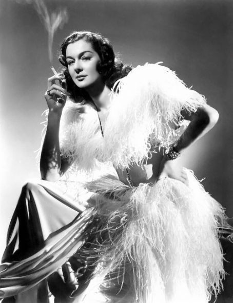 Rosalind Russell is another actress who was never given credit for being a beauty...were they kidding?