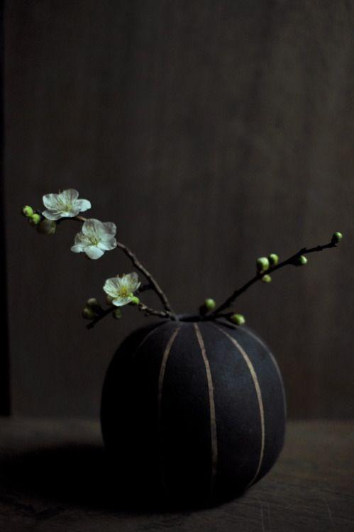 birdcagewalk:  jikankokoro:yoko komae's work with plum flower.