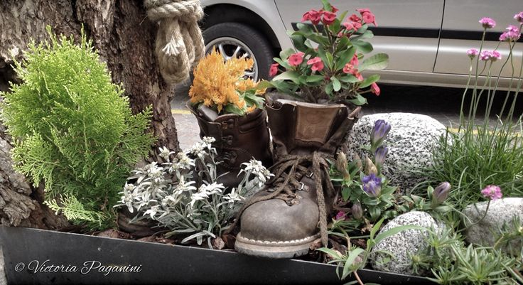 La fontana. Some folks in the village never seem to run out of ideas to decorate this little fountain.  Yes, you can use your old grandpa's boots, too!