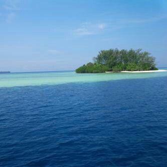 WISATA PULAU SERIBU JAKARTA =============================== Halo agan sista numpang Share.... agan dan sista masih bingung mau liburan kemana, Rencanakan liburan agan sista dari sekarang, kita ke Pulau Seribu aja yuuuuuk. Banyak yang bisa kita kunjungi di pulau seribu mulai dari benteng bersejarah, pantai pasir putihnya, penangkaran penyu, alam yang masih natural sampai air lautnya yang biru.  Banyak gugusan pulau pulau di kepulauan seribu yang dapat di kunjungi, seperti:  • Pulau Bidadari…