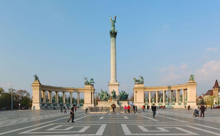 Plaza de los héroes. Budapest. Hungria. 2006.