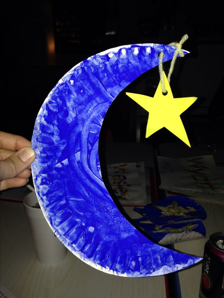 Moon & stars craft - paper plate, blue finger paint, yarn
