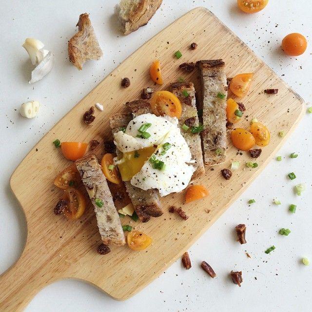 Breakfast Spread With Garlic Toast.