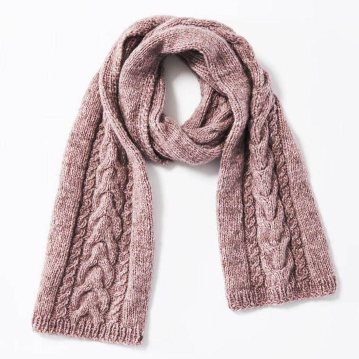 """Schal mit Zöpfen - eine Strickanleitung - """"Ihr wollt einen Schal mit Zöpfen stricken? Hier findet ihr die passende Strickanleitung! Und der Schal wärmt euch den ganzen Winter."""""""