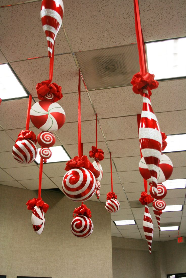 367 best christmas balloon decoration images on pinterest for Christmas ceiling decorations