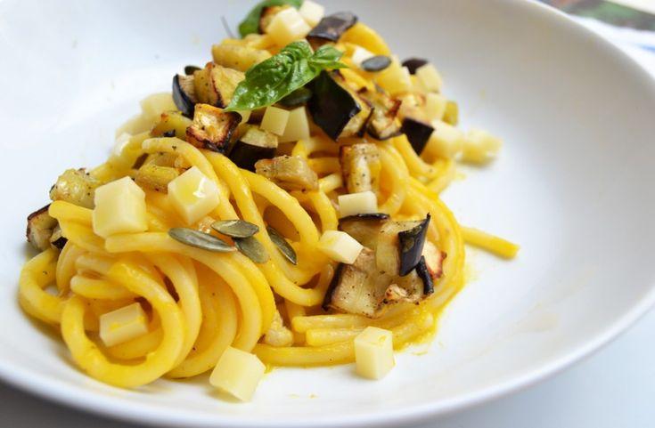 Spaghetti-con-crema-di-zucca-melanzane-ed-emmentaler
