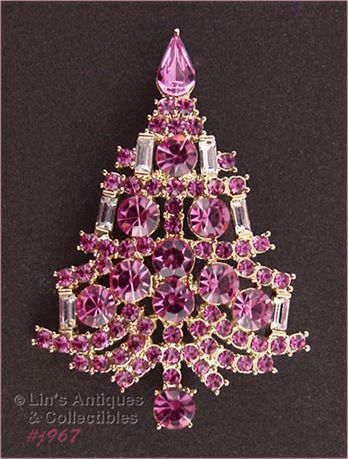 This beautiful Eisenberg Ice Christmas tree pin is a color variation of the classic candle tree pin!   Its gold-tone and is covered with pink rhinestones with clear rhinestone candles.   Pin measures 2  x 1  and is marked Eisenberg Ice.   Please note: Because of the ever increasing cost of shipping internationally, we only ship to U.S. PayPal confirmed addresses.