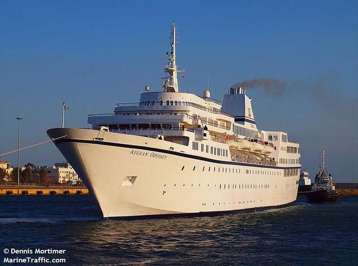 Το Aegean Odyssey καταπλέει στον Πειραιά. 11/04/2011.