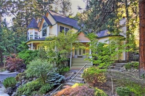 What Homes look like in Ashland this one is Set on 1/2 acre across from Lithia Park