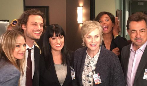 Gubler Centric New Jane Lynch Picture with cast from Criminal Minds