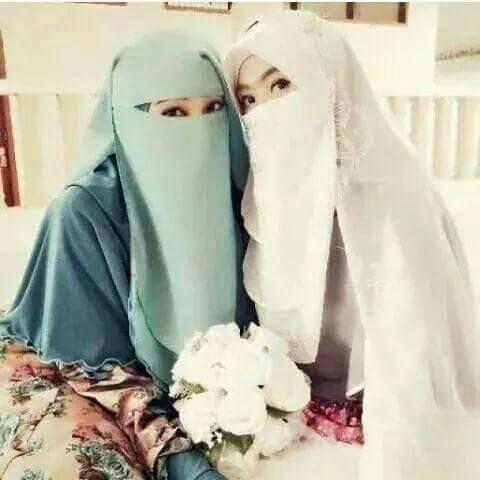 blue and whait niqab
