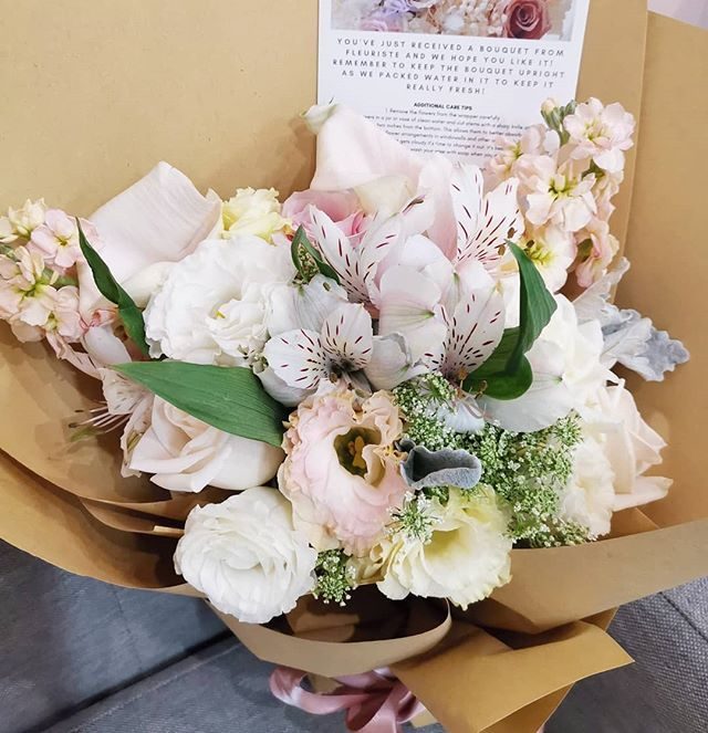 Spot The Elegant Calla Lilies In This Bouquet Always A Favorite For Adding That Little Something In Our Bouquet Flower Arrangements Flower Delivery Calla Lily