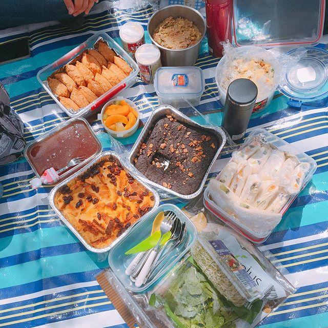 【lilyderla】さんのInstagramをピンしています。 《#cherryblossom #sakura #sunnyday #weekend #picnic #sushi #salad #brownie #sanwich #桜 #桜咲く #稲荷寿司 #サンドイッチ #サラダ #チョコブラウニー #櫻花 #賞花 #野餐 #沙拉 #稻荷壽司 #布朗尼 #cornwallpark #Auckland》