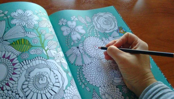 """Pintar de colores el estrés es una forma de relajarse a través de la que podemos desconectar nuestra mente y nuestro cerebro cuando necesitamos """"apagarnos"""""""