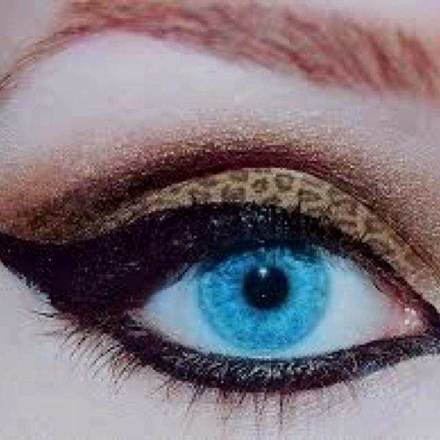 Animal print eyeshadow.