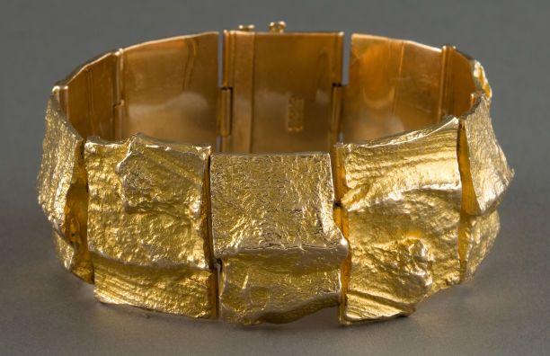 A BJORN WECKSTROM GOLD CUFF: Bjorn Weckstrom for Lapponia, Helsinki, Finland, Circa 1975