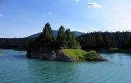 Awesome Rock islands on #LakeKoocanusa. Can moor your boat right there and take part in some awesome #cliff jumping