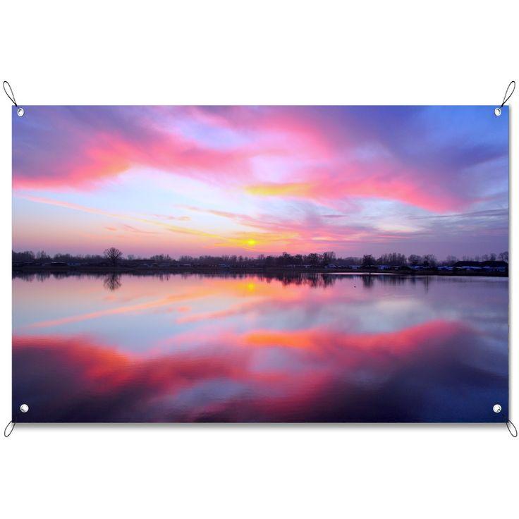 Tuinposter Horizon | Maak je tuin nog mooier met een weerbestendige tuinposter van YouPri. Bewezen kleurbehoud! #tuinposter #tuindoek #tuin #poster #weerbestendig #kleurbehoud #frontlit #goedkoop #voordelig #spanners #ogen #uitzicht #horizon #paars #roze #meer #water #natuur #hemel