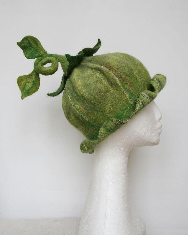 Geen bellflower felted hat, party hat, handcrafted hat, carnival hat, birthday hat, wedding hat, theater hat. Filzhut, Blumenhut, Blutenhut, Blumenkind. Feltstream